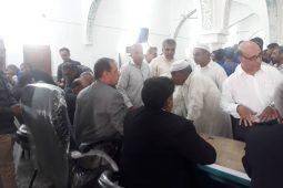 برپایی میز خدمت در جمع نمازگزاران نماز جمعه اهل سنت بندرلنگه