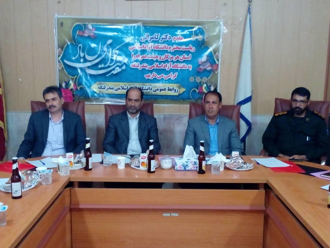 رییس دانشگاه آزاد اسلامی هرمزگان گفت: توسعه و آبادانی  هر شهرستان در گرو توسعه آموزش عالی بوده زیرا همه تحول ها از دانشگاه آغاز می شود.
