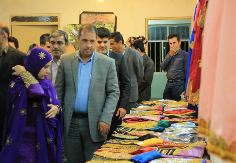 نمایشگاه جشنواره شهر ملی گلابتون در بندرلنگه افتتاح شد.
